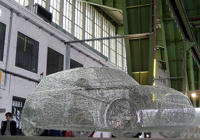 Скульптура Mini Cooper S из 7000 гвоздей и весом в 300 кг
