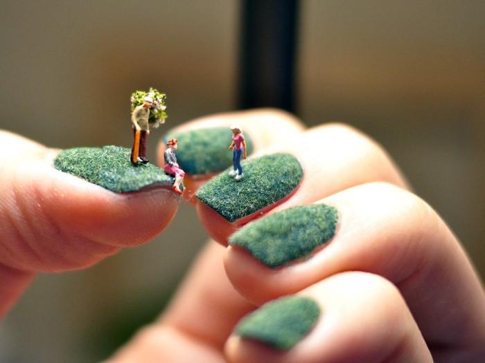 Лужайки на ногтях от Alice Bartlett. Миниатюры на маникюре