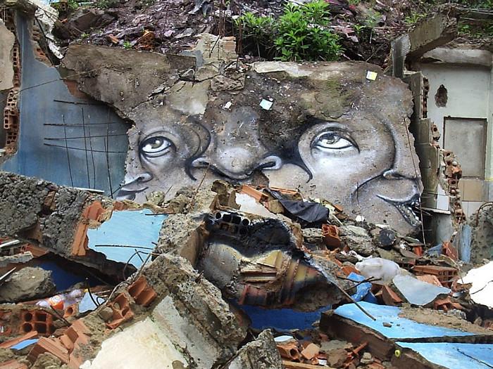Граффити на домах-развалюхах. Творчество Andre Muniz Gonzaga