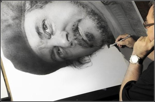 На один портрет автор тратит до 800 часов