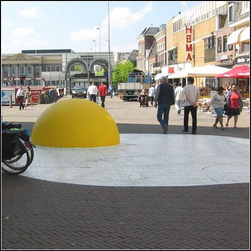 Гигантская яичница Art Eggcident в Леувардене