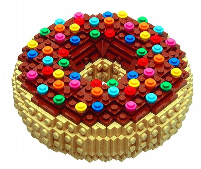 Пончик из лего. Миниатюрная скульптура Брюса Лоуэлла (Bruce Lowell)