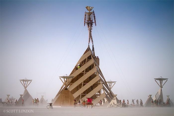 Фестиваль Burning Man 2011. Та самая скульптура, которая сгорит