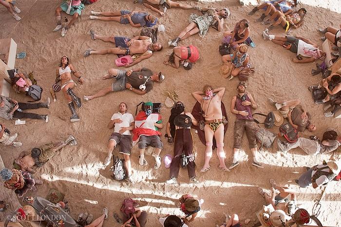 На фестиваль Burning Man приезжают десятки тысяч людей из разных стран
