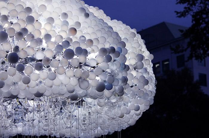 Облако из 6000 лампочек на фестивале Nuit Blanche