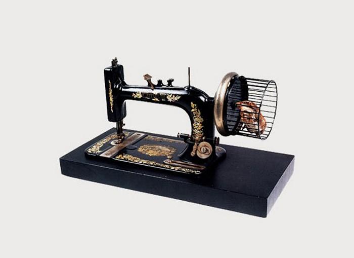 Швейная машинка с хомячком вместо мотора. Арт-проект Catalog of Impossible Objects