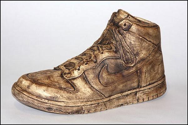 Кроссовки из керамики. Инсталляция, посвященная Nike