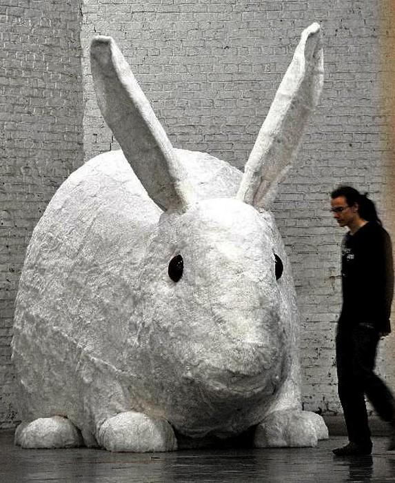 Мегакролик Great stuffed rabbit от Кристиана Гонзенбаха