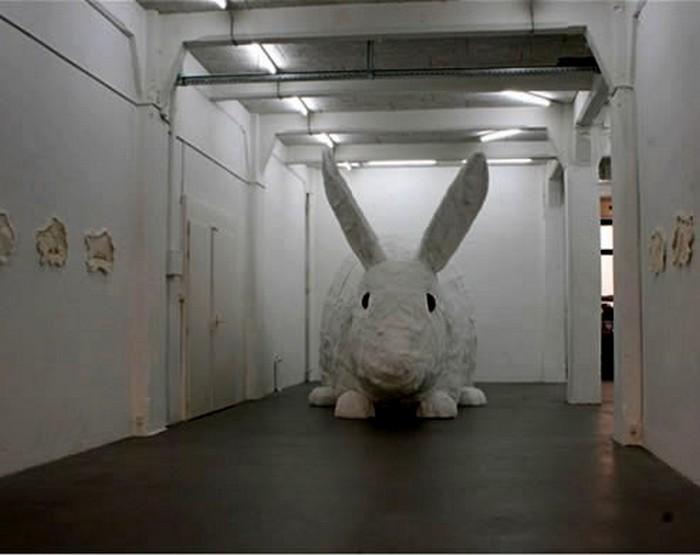 Пятиметровая скульптура кролика  Great stuffed rabbit