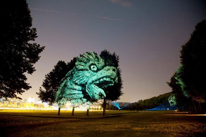 Световые инсталляции в виде древесных гаргулий от Климента Брие