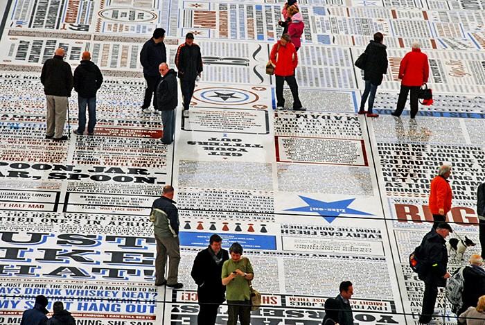 Comedy Carpet, крупнейшая инсталляция в виде газеты с шутками
