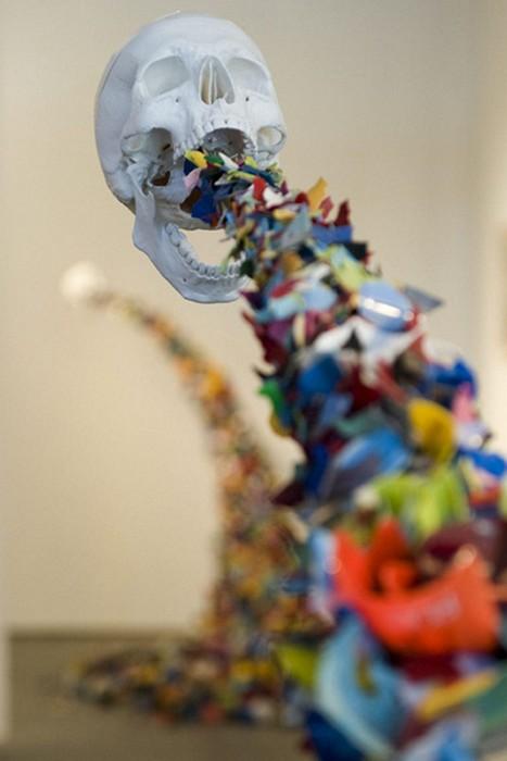 Confetti Death, скульптура-инсталляция уличного художника Typoe