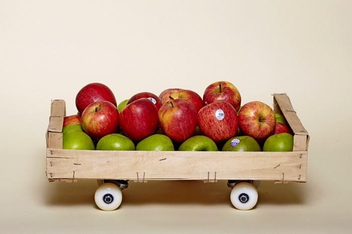 Ящик яблок на колесиках, или креативный скейтборд?