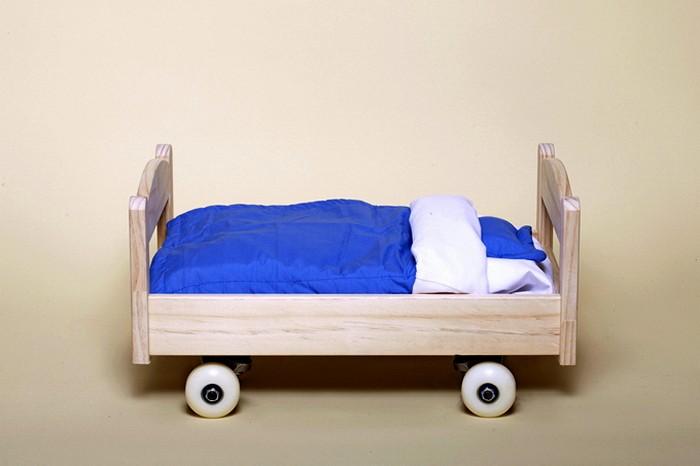 Необычный скейтборд-кроватка в арт-проекте Артура Кинга