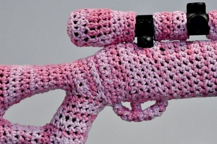 Knitfitti, вязаное оружие Crocheted Gun Store от Monte A. Smith