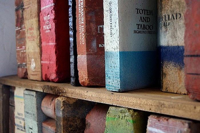 Книги из кирпичей. Тяжеловесная библиотека Дэрила Фитцджеральда (Daryl Fitzgerald)