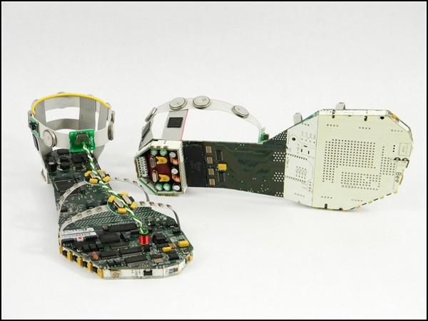 Data Sandals, сандалии-скульптуры для кибер-золушки