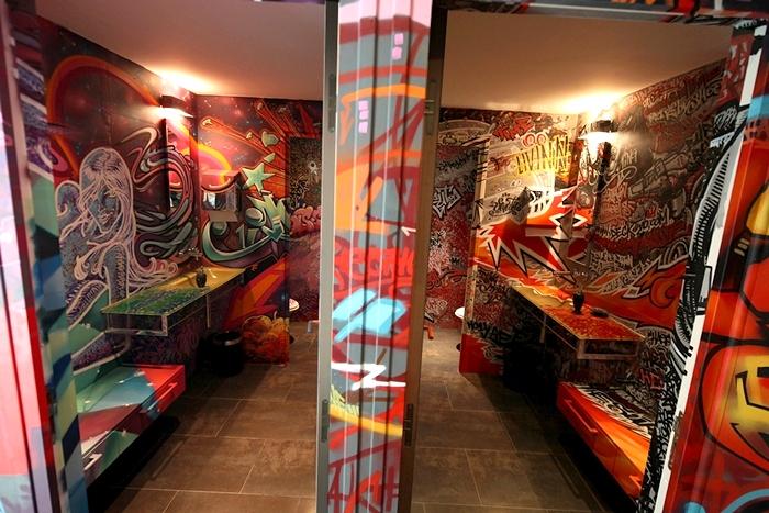 Граффити для туалетов и ванных комнат от художника  Deck Two
