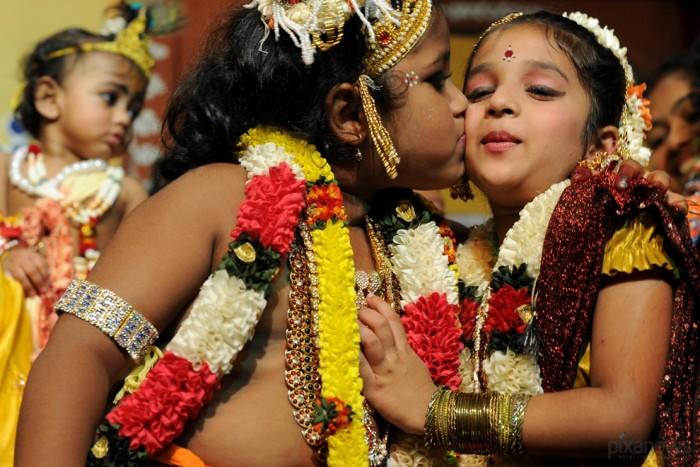 Индуистский фестиваль Krishna Janmashthami очень любят дети и молодежь