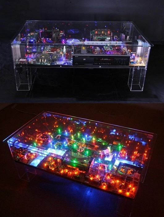 Electri-City: футуристический мини-мегаполис из старых компьютерных деталей