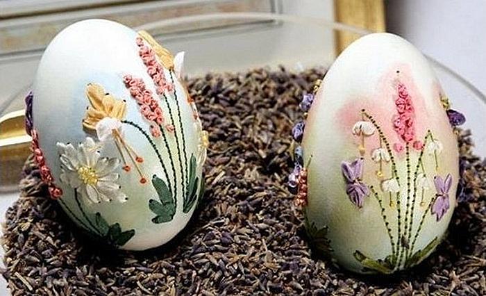 Вышитые яйца в арт-проекте Elizabeth Klein