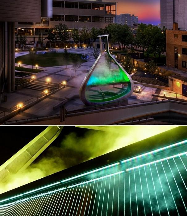 Emptyful: разноцветный фонтан в химической колбе. Скульптура Билла Печета (Bill Pechet)
