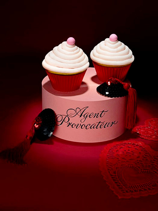 Дизайнерский кекс в стиле Agent Provocateur от  Лайзы Эдсальв (Lisa Edsalv)