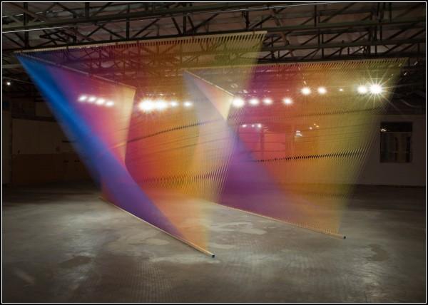 Радужные нитяные инсталляции Габриэля Доу (Gabriel Dawe)
