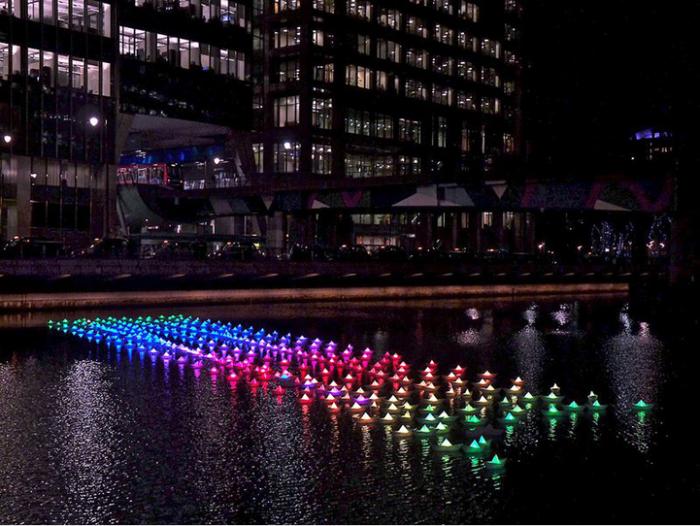 """Разноцветная флотилия """"Voyage"""". Светящиеся бумажные кораблики в арт-проекте Aether&Hemera"""