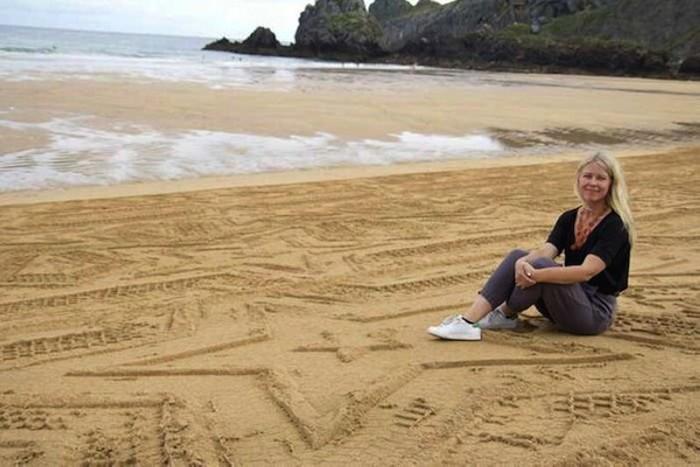 Арт-проект A Sign In Space. Трактор для создания узоров на песке.
