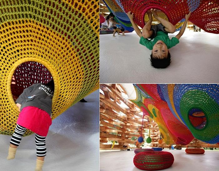 Детская площадка из разноцветной пряжи. Вязаный арт-проект Toshiko Horiuchi Macadam