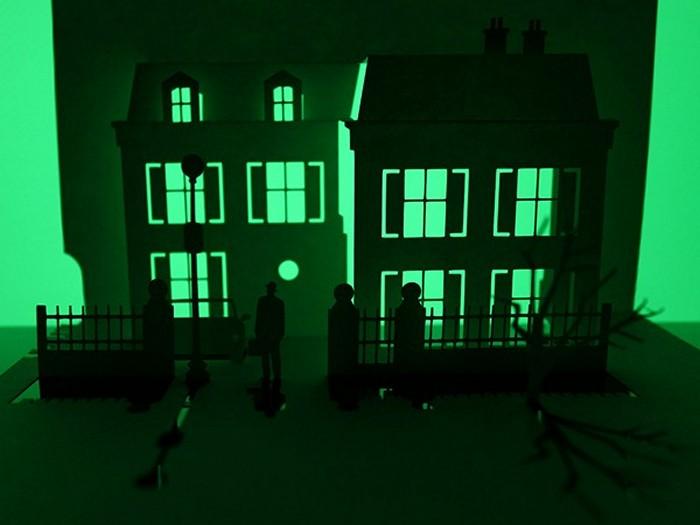 Бумажный дом из фильма ужасов «Изгоняющий дьявола» (Exorcist). Арт-проект Horrorgami Марка Хейгана-Гири