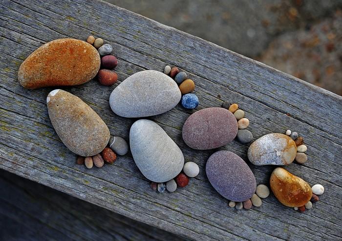 Как сделать из камней цветок