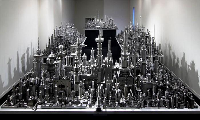 Стальной город RPM-1200, скульптура Чу Эноки (Chu Enoki)