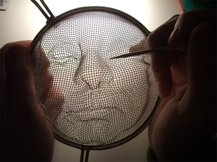 Лица из старых дуршлагов.  Уличный арт-проект Cement Bleak