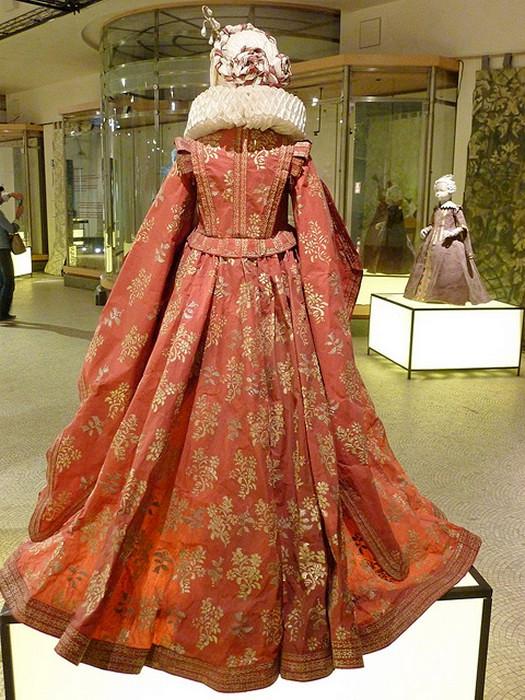 Средневековые бумажные платья от Isabelle de Borchgrave
