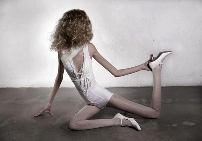 32 kilo, антианорексический арт-проект художницы Ивонны Тейн (Ivonne Thein)