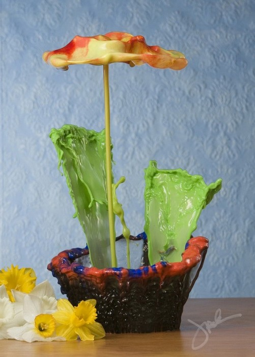 Жидкие цветы из воды и краски