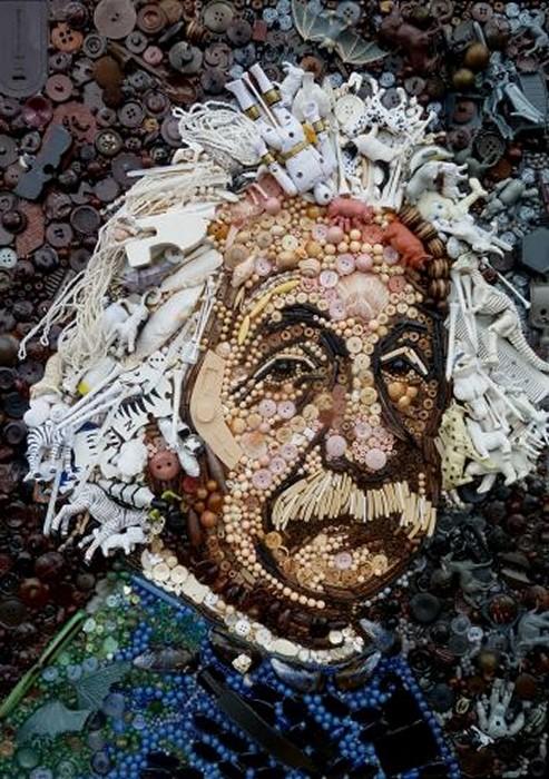 Портреты из пластика и пуговиц за авторством Jane Perkins
