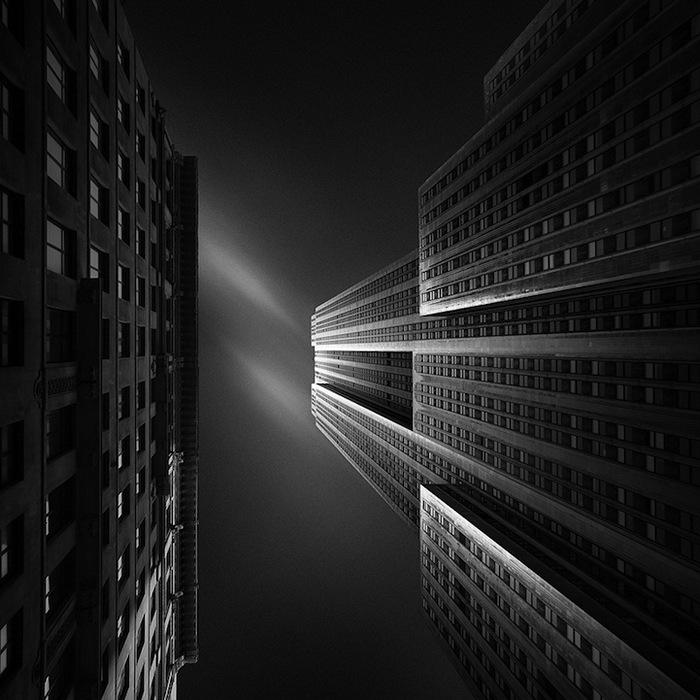 Монохромная городская архитектура на фото Джоэля Тжинтжелаара