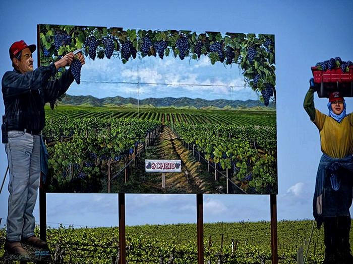 Картонные скульптуры на фермах и полях вдоль дорог. Творчество американского скульптора Джона Керни (John Cerney)