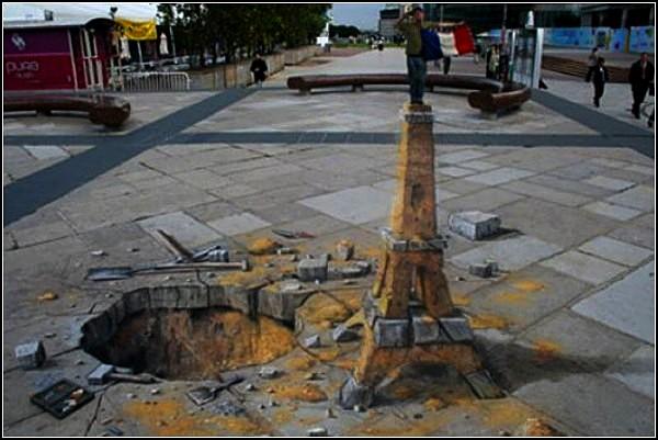 Трехмерные граффити мелом на асфальте