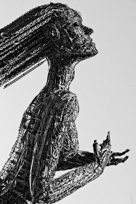 Эмоциональная стальная скульптура Ecstasy
