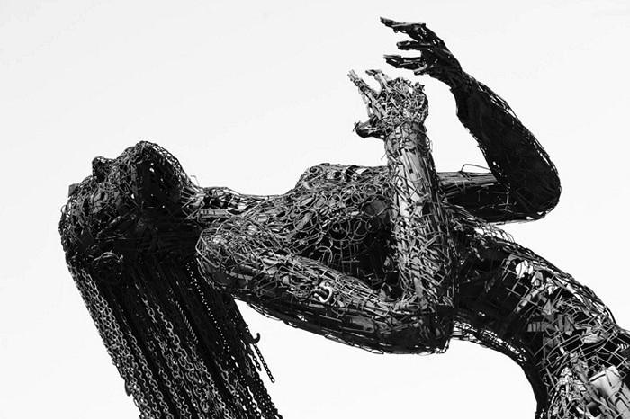 Эмоциональная стальная скульптура Ecstasy от Karen Cusolito