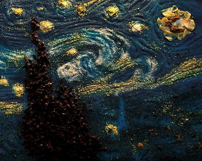 Знаменитая *Звездная ночь* Ван Гога из специй и пряностей