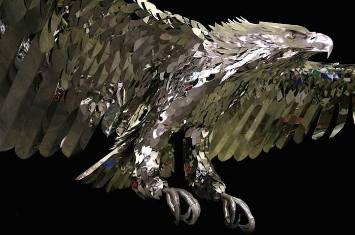 Скульптура Кевина Стоуна (Kevin Stone) из нержавейки