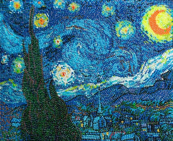 Подражание Ван Гогу. *Звездная ночь* из разноцветных конфет