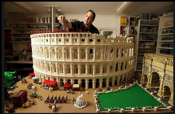 Колизей из 200.000 кирпичиков Лего. Скульптура Райана МакНота (Ryan McNaught)