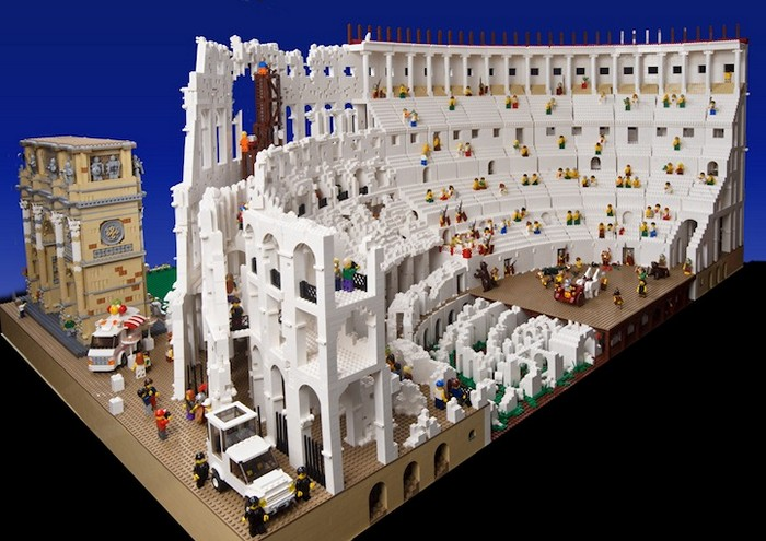 Копия римского колизея из конструктора Лего