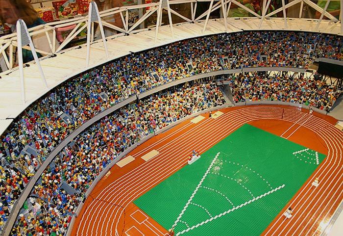 Миниатюрный Олимпийский стадион из тысяч кубиков Lego